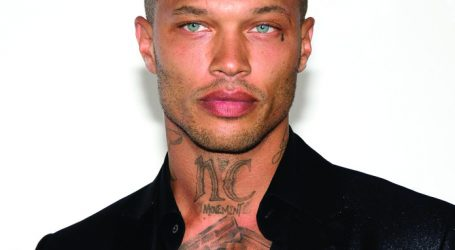 """Hot Convict"" Jeremy Meeks Returns to the Runway"