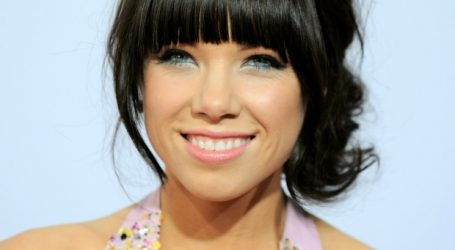 Carly Rae Jepsen's 'Call Me Maybe' passes 1B views on YouTube