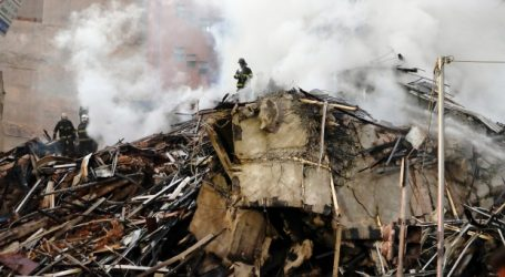 Burning building in Sao Paulo collapses