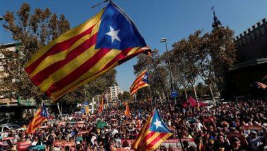 """Photo of Parlamento catalão aprova independência com 70 """"sim"""" e 10 """"não"""""""
