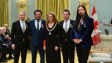 Photo of Alex Trebek e Tragically Hip recebem Ordem do Canadá