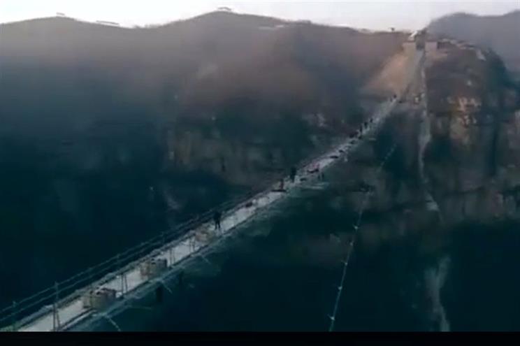 Photo of China inaugura maior ponte de vidro do mundo