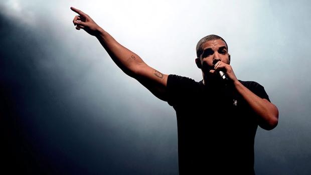 Photo of Drake makes surprise visit to Miami school, shoots video