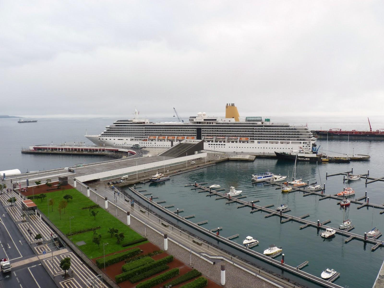Photo of 8 cruzeiros trazem a Ponta Delgada 20 mil pessoas