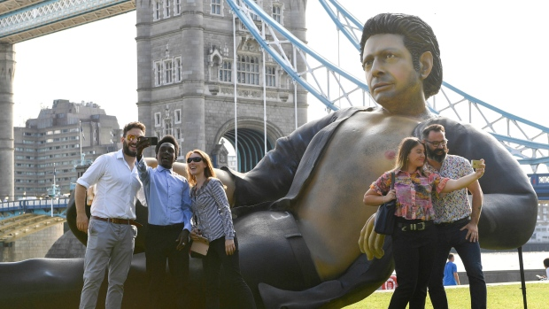 Photo of Giant statue of bare-chested Jeff Goldblum pops up in London
