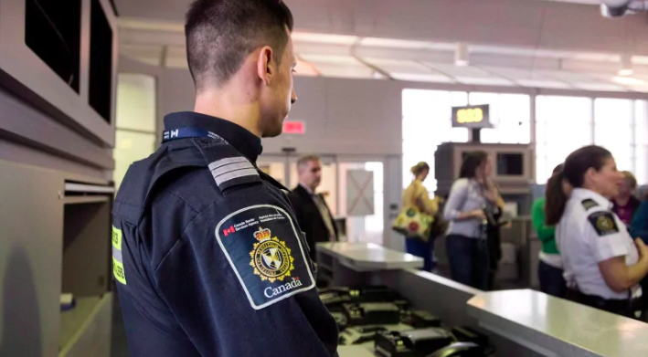 Photo of Internal documents show CBSA scenarios to decide who gets across the border — and who doesn't