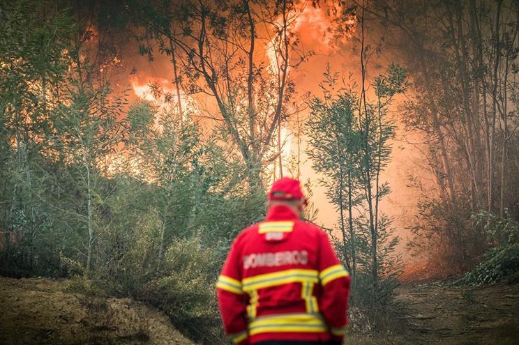 Photo of Há 13 distritos em alerta vermelho de incêndio