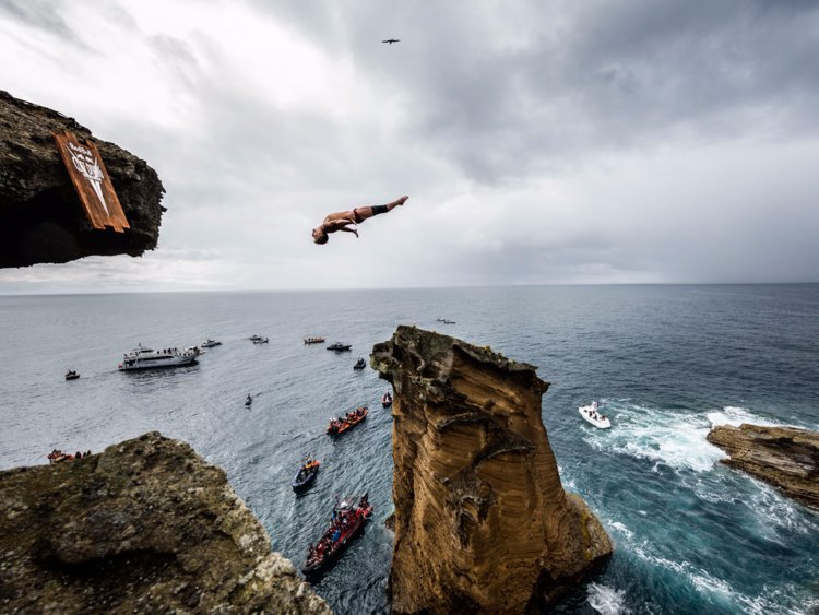 Photo of Açores: Red Bull Cliff Diving Word Series