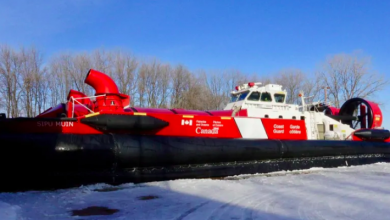 Photo of How a Canadian coast guard hovercraft breaks up ice without touching it