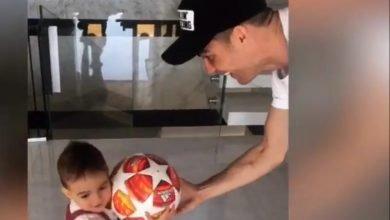 """Photo of Cristiano Ronaldo partilha """"magia"""" da Champions com os filhos"""