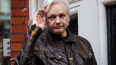 Photo of Julian Assange detido em Londres