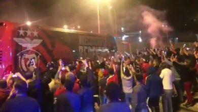 Photo of Benfica recebido na Luz por centenas de adeptos após triunfo em Braga
