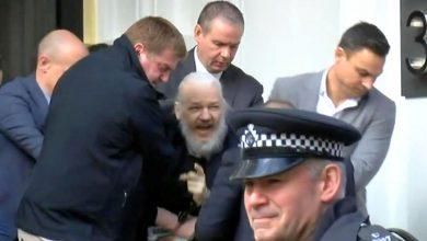 Photo of As imagens da detenção de Julian Assange