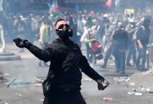 Photo of Tensão vestida de preto e amarelo no protesto do 1.º de Maio em Paris