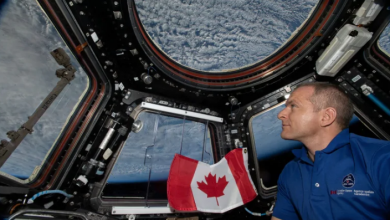 Photo of David Saint-Jacques entering final stage of approach to Earth