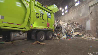 Photo of Garbage, recycling in the same truck? Why it happens, and why some say it's concerning