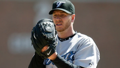 Photo of Roy Halladay's widow calls late pitcher 'true competitor' at Hall of Fame induction