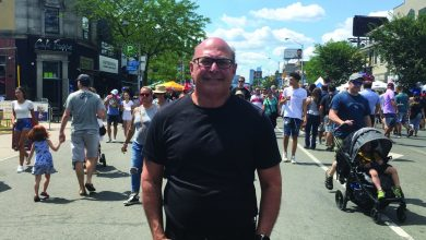 Photo of Entrevista a Howard Lichtman, relações públicas do Taste of the Danforth
