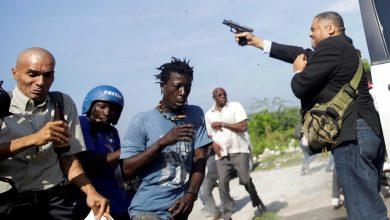Photo of Quando um senador puxa da arma para dispersar manifestantes