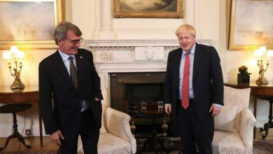 Photo of Boris Johnson e presidente do Parlamento Europeu discordam em saída do Brexit
