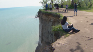 Photo of Scarborough councillor wants to send bill for emergency services to people who get stuck on Bluffs
