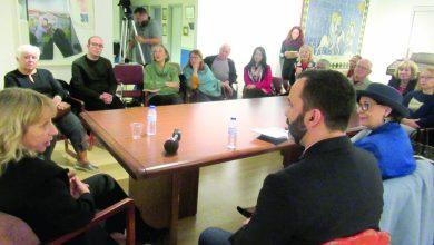 Photo of Duas escritoras de renome e dois leitores atentos