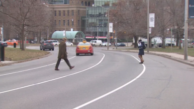 Photo of New traffic lights could be coming to Queen's Park Cres. to improve pedestrian safety