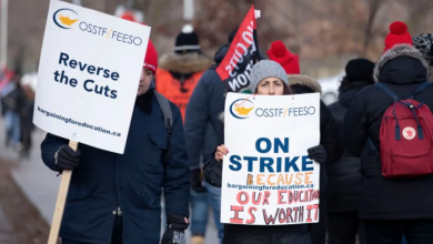 Photo of Ontario high school teachers hit picket lines for 3rd job action