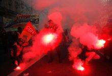 Photo of França parada em mais um dia de greve geral. Milhares estão na rua