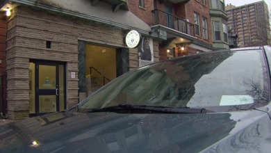 Photo of U of T security officers avoid paying for parking with plain white paper on dashboard