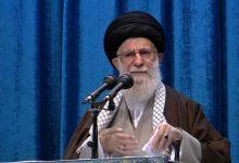 """Photo of Khamenei diz que Trump """"é um palhaço"""" e quer atingir Irão pelas costas"""