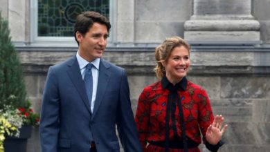Photo of Trudeau, wife Sophie in self-isolation awaiting COVID-19 test as meeting with premiers is called off