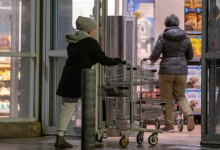 Photo of Grocery store staff fed up with 'social' shoppers who flout pandemic rules