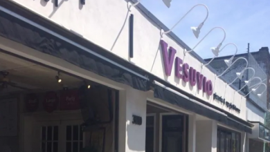 Photo of Toronto pizzeria Vesuvio permanently closing after 63 years due to COVID-19