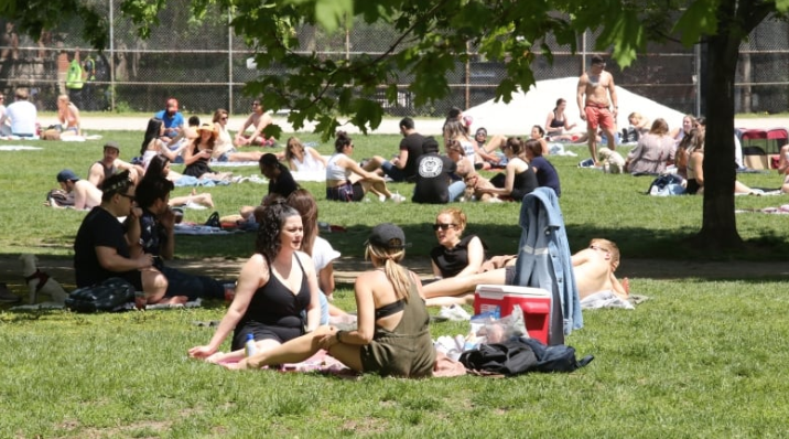 Photo of Check for COVID-19 symptoms over next 2 weeks, medical officer urges Trinity Bellwoods crowd