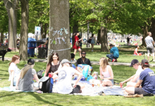 Photo of Ontario to maintain group size restrictions amid rising COVID-19 cases, crowded parks
