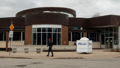 Photo of Toronto Public Library curbside pickup gaining in popularity after just 1 week
