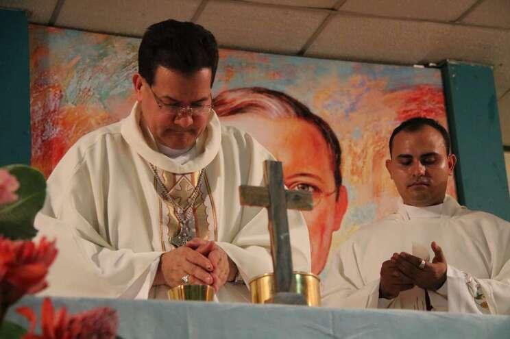 Bispo venezuelano alerta - milenio stadium - venezuela