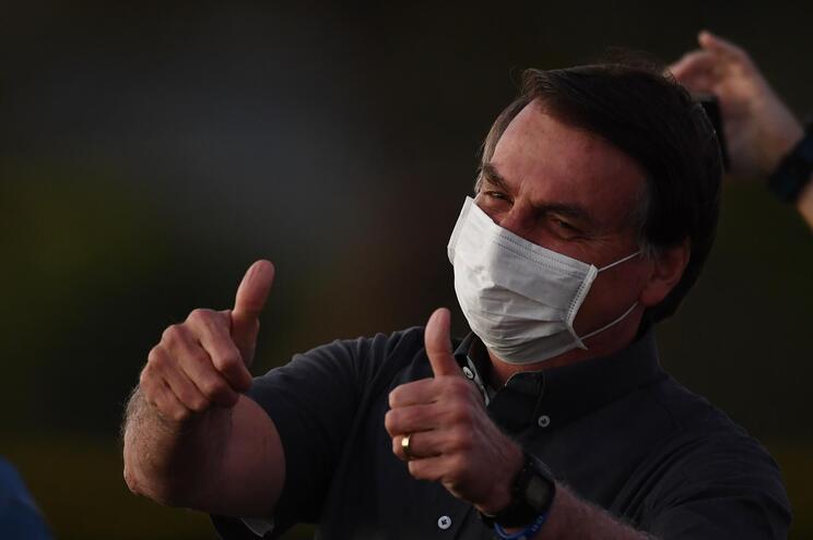 Bolsonaro volta a testar positivo para covid-19 - milenio stadium - brasil