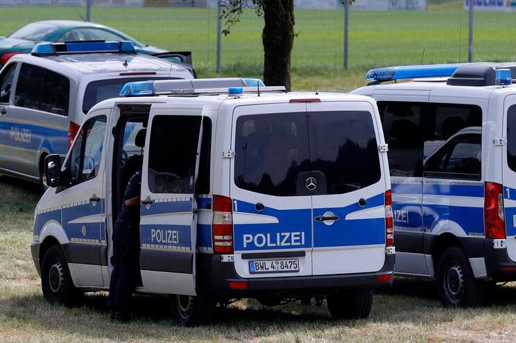 Camião frigorífico com 31 migrantes interceptado - milenio stadium - alemanha (1)