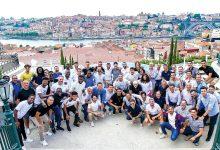 Photo of Plantel do F. C. Porto oferece medalha de campeão a Casillas