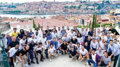 Photo of Plantel do F. C. Porto oferece medalha de campeão a Casillas