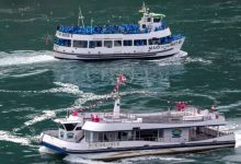Photo of Tour boats at Niagara Falls show contrast between U.S., Canadian approach to COVID-19