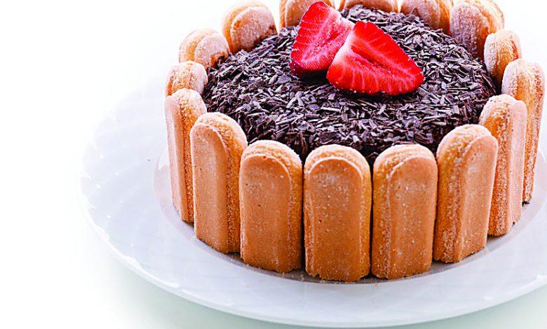 Photo of Charlote de chocolate com morangos