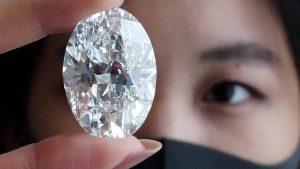 Rare 102-carat Canadian diamond-mileniostadium-canada