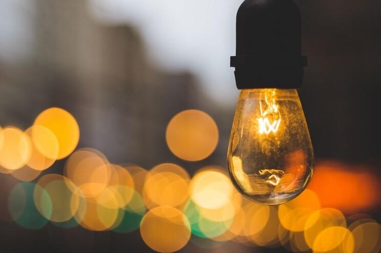 Descida do IVA na luz dá poupança até 2,30 euros por mês