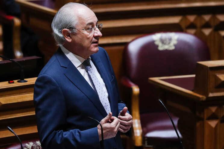 Rui Rio critica Governo por querer aumentar salário mínimo
