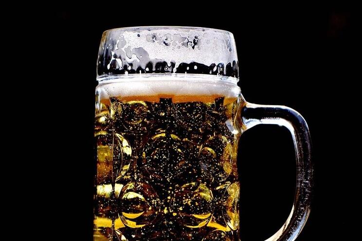Surto obriga a encerrar fábrica belga da maior cervejeira do mundo