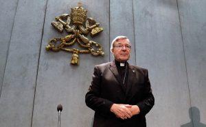 Cardeal Pell regressa a Roma após absolvição-roma-mileniostadium