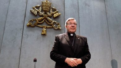 Photo of Cardeal Pell regressa a Roma após absolvição por pedofilia